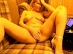 Russian, White mature mom has a secret young lover and