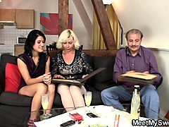 Teen, Gai sinh han quot mom long