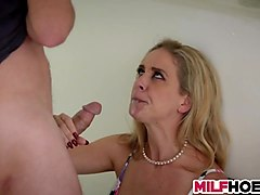 Freind hot mom muscle