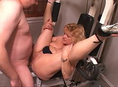 Anal, Mom, Milf, Black girl anal painful